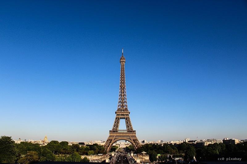 paris-frankreich-eiffelturm-gold