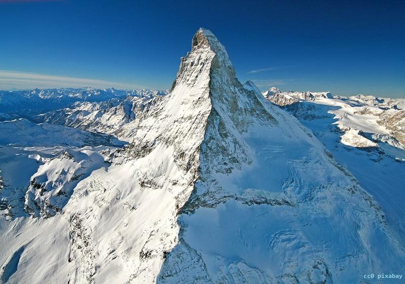 schweiz-matterhorn-alpen-gold-pixabay