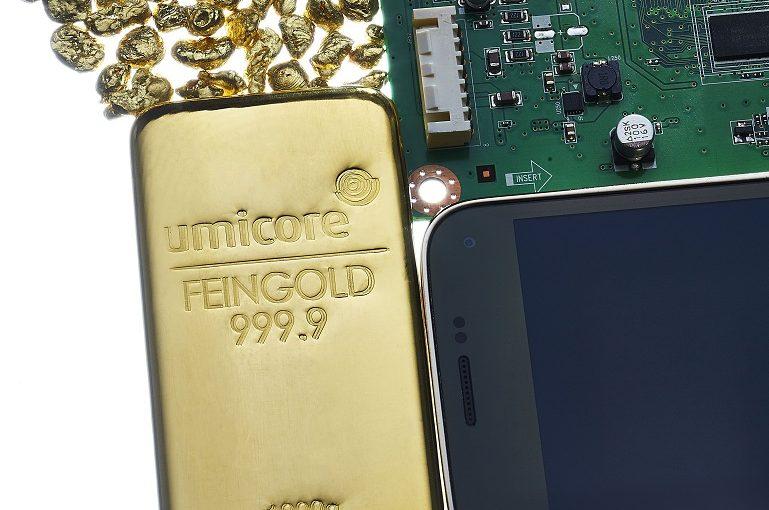 Umicore macht aus 4 Tonnen Alt-Handys 1 kg Goldbarren